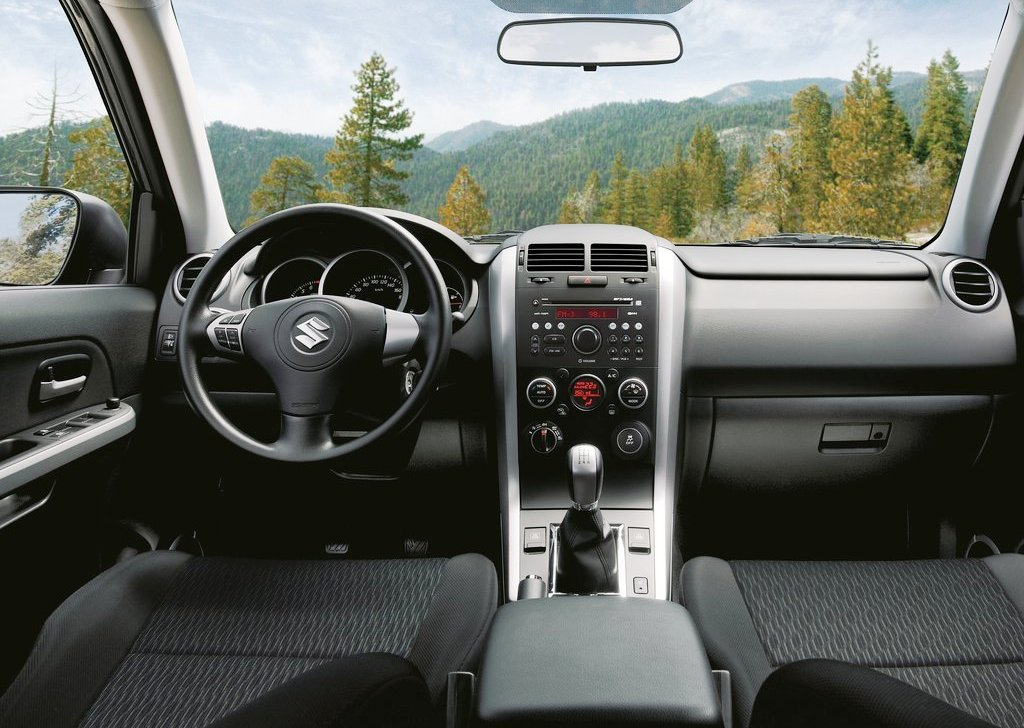 2013 Suzuki Grand Vitara Interior (Photo 4 of 6)