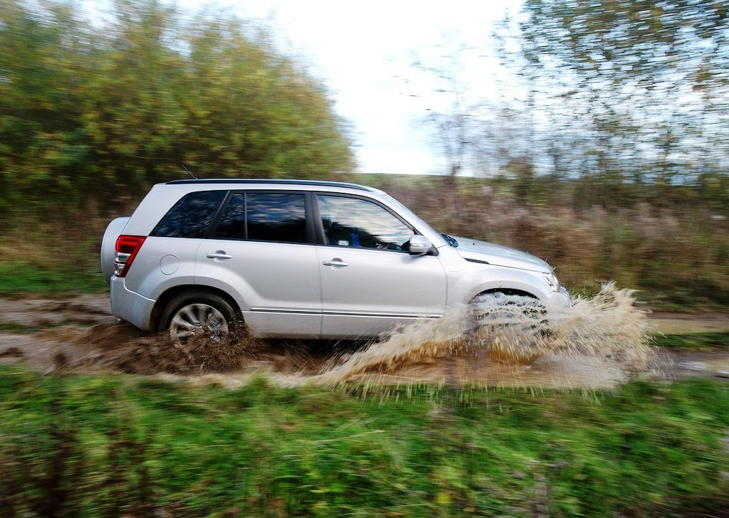 2013 Suzuki Grand Vitara Side View (Photo 6 of 6)