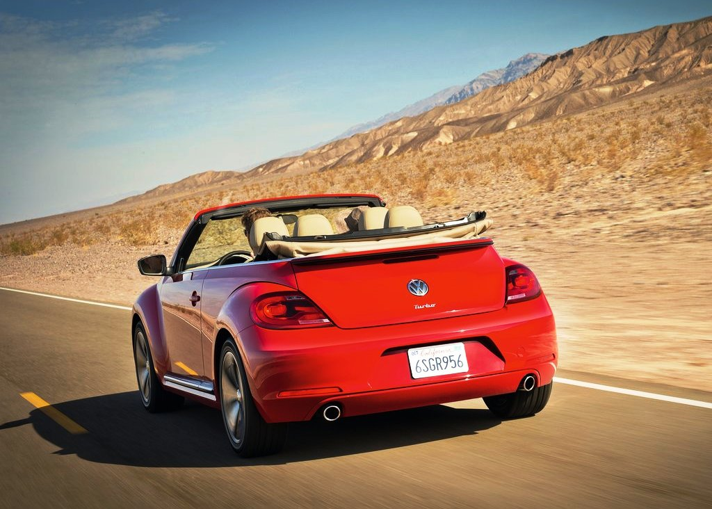 2013 Volkswagen Beetle Convertible Rear Angle (Photo 5 of 7)