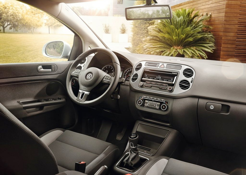 2013 Volkswagen Golf Plus Interior (View 3 of 5)