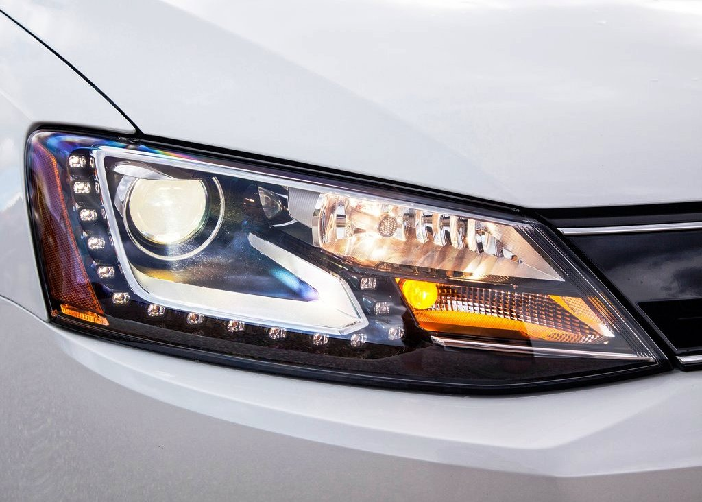 2013 Volkswagen Jetta Hybrid Head Lamp (Photo 4 of 9)