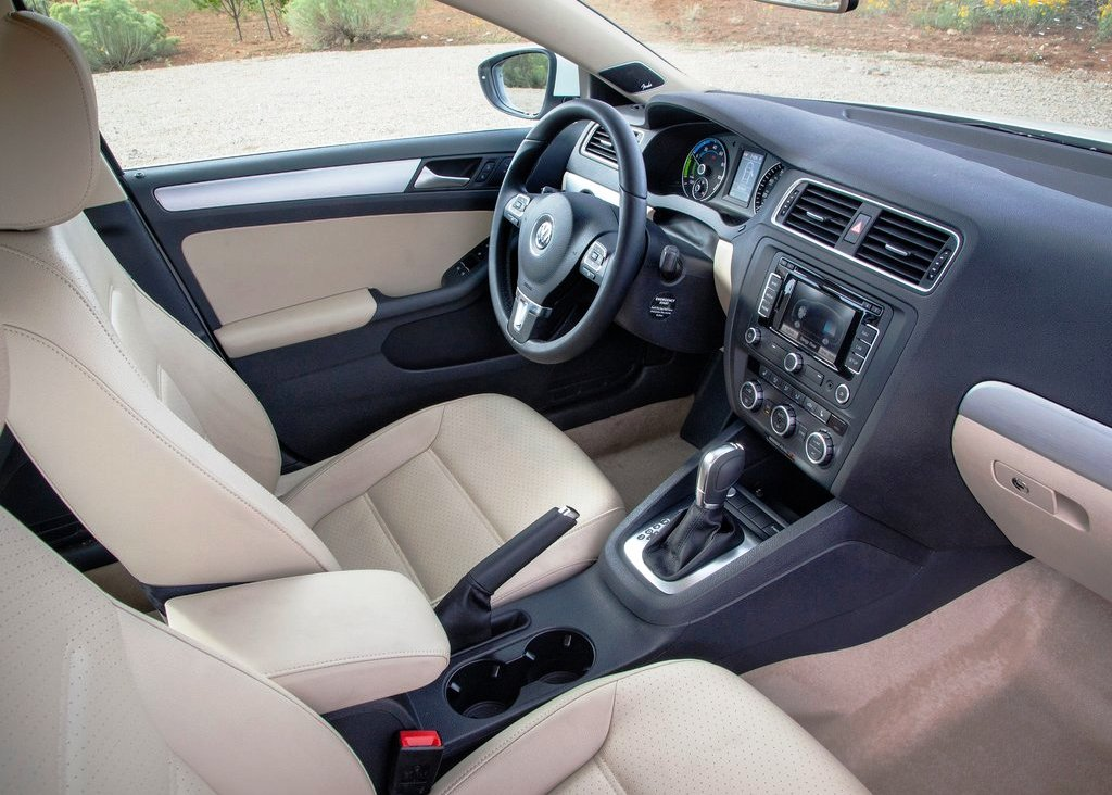 2013 Volkswagen Jetta Hybrid Interior (Photo 6 of 9)