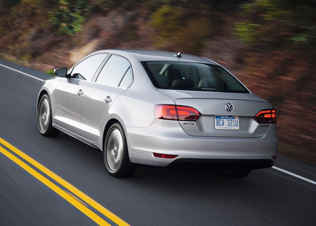 2013 Volkswagen Jetta Hybrid Rear Angle (Photo 7 of 9)