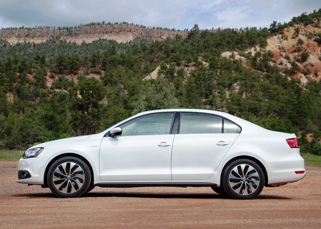 2013 Volkswagen Jetta Hybrid Side View (Photo 8 of 9)