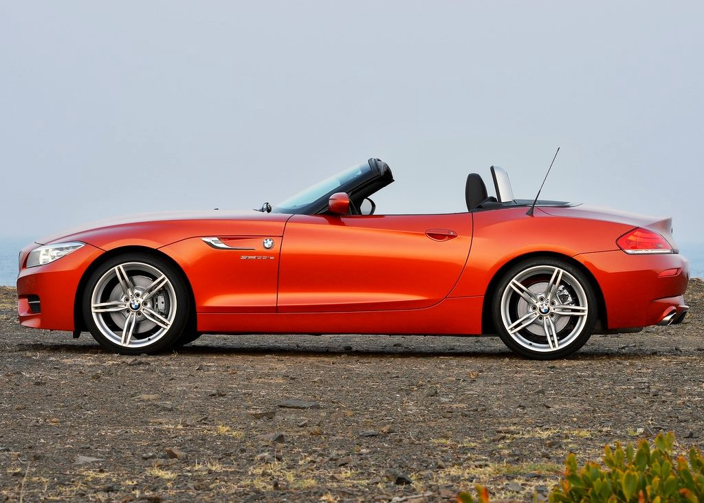 2014 BMW Z4 Roadster Left Side (Photo 7 of 9)