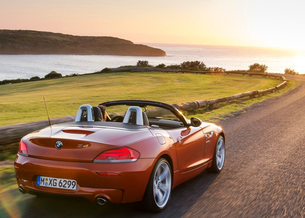 2014 BMW Z4 Roadster Rear Angle (Photo 8 of 9)