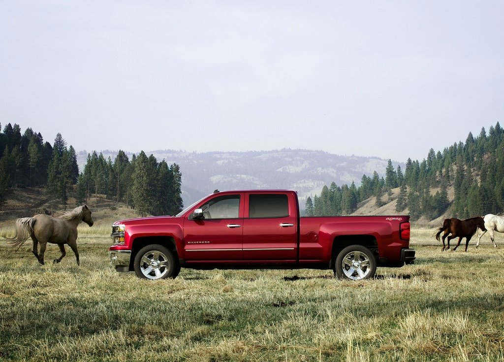 2014 Chevrolet Silverado Side View (View 6 of 7)