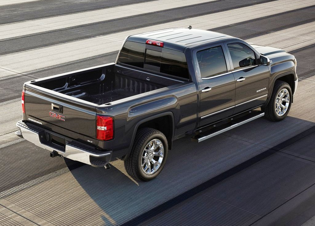 2014 GMC Sierra Rear Angle (Photo 5 of 8)