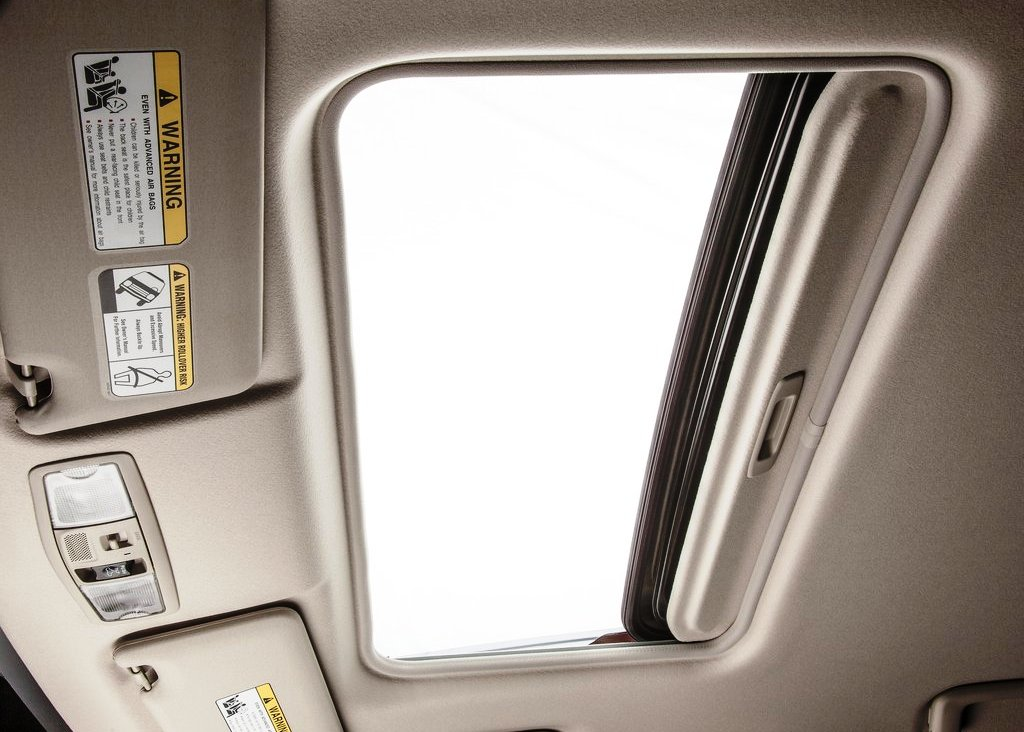 2014 Mitsubishi Outlander Sun Roof (Photo 7 of 8)