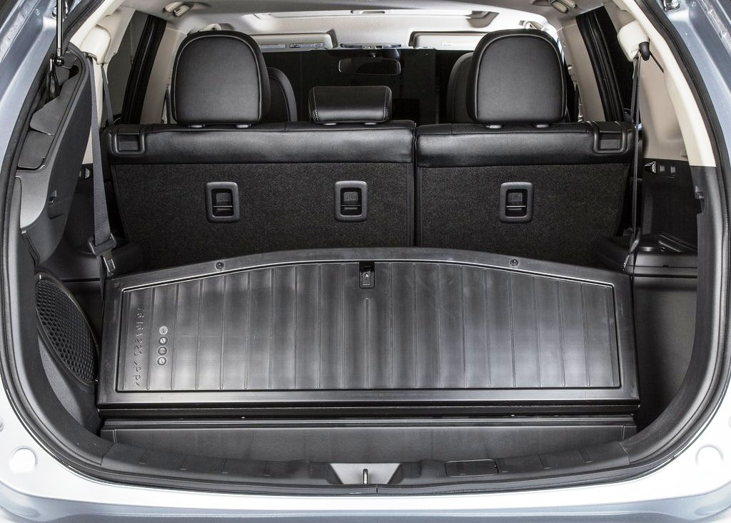 2014 Mitsubishi Outlander Trunk (Photo 8 of 8)