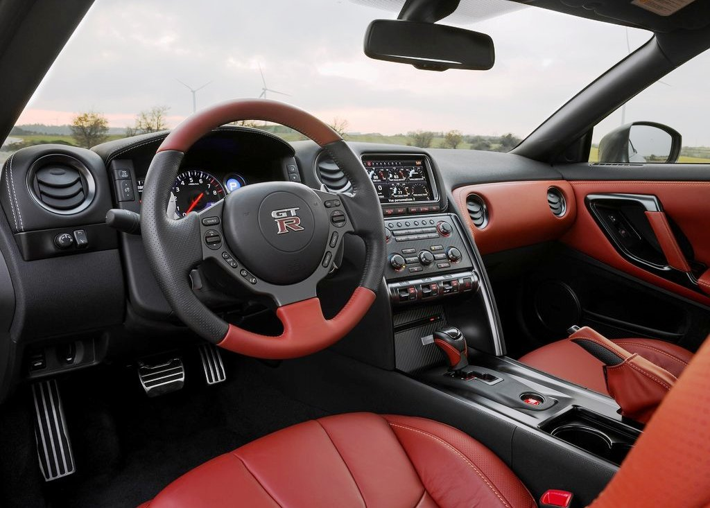 2013 Nissan Gt R Inside (Photo 3 of 9)