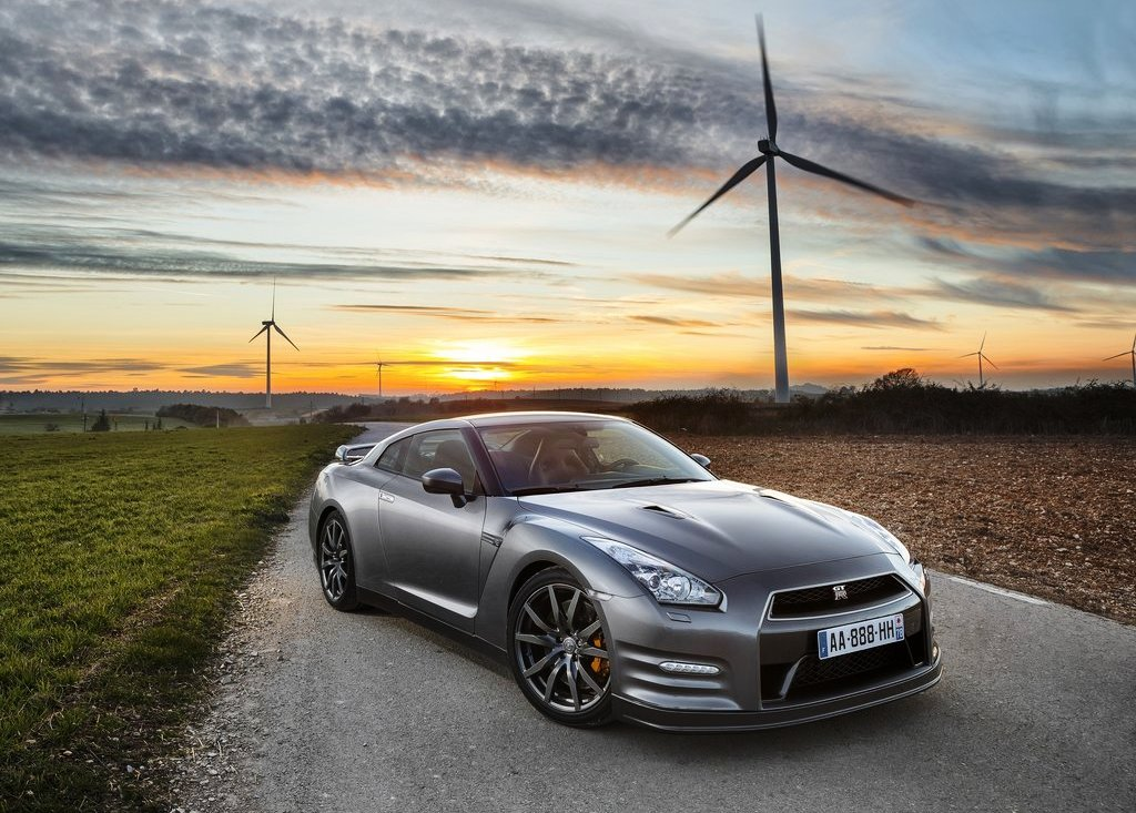 Featured Image of 2013 Nissan GT R Price Review