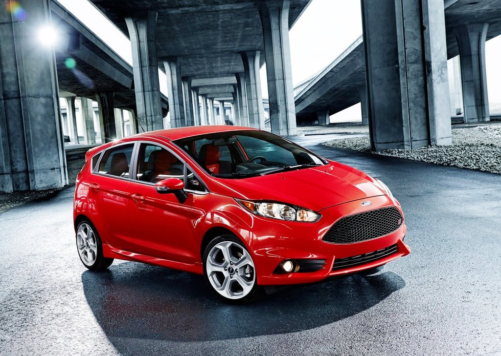 2014 Ford Fiesta ST Front Angle (Photo 2 of 7)