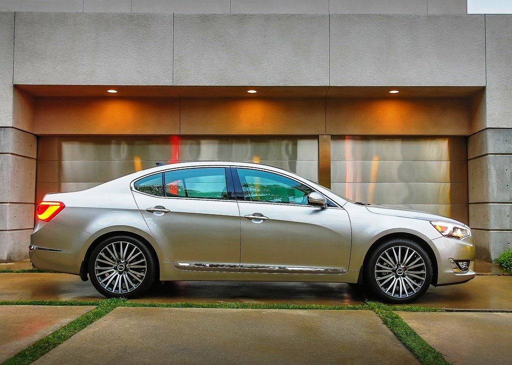 2014 Kia Cadenza Side View (View 6 of 8)