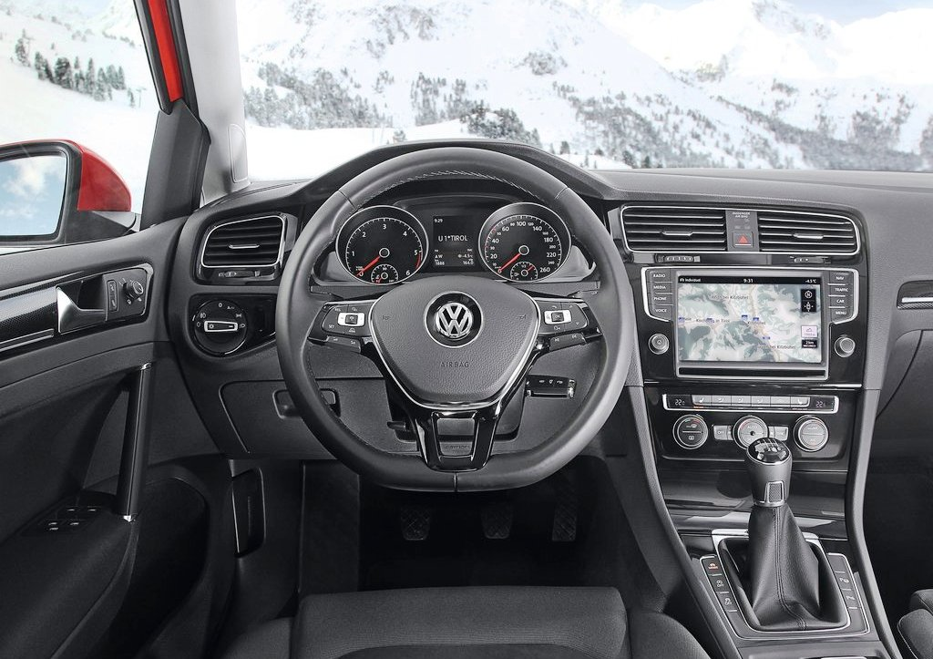 2014 Volkswagen Golf 4motion Interior (Photo 4 of 8)