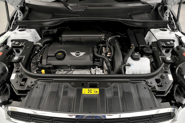 Mini All4 Countryman Engine (Photo 2 of 7)