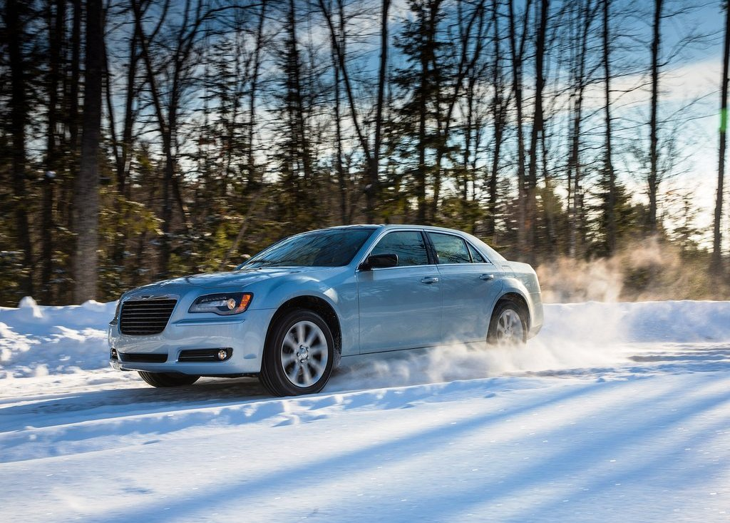 2013 Chrysler 300 Glacier Pictures (Photo 2 of 5)
