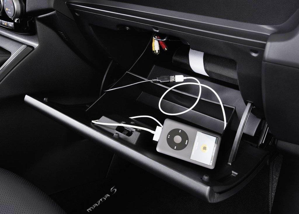 2013 Mazda 5 Inside (Photo 3 of 7)