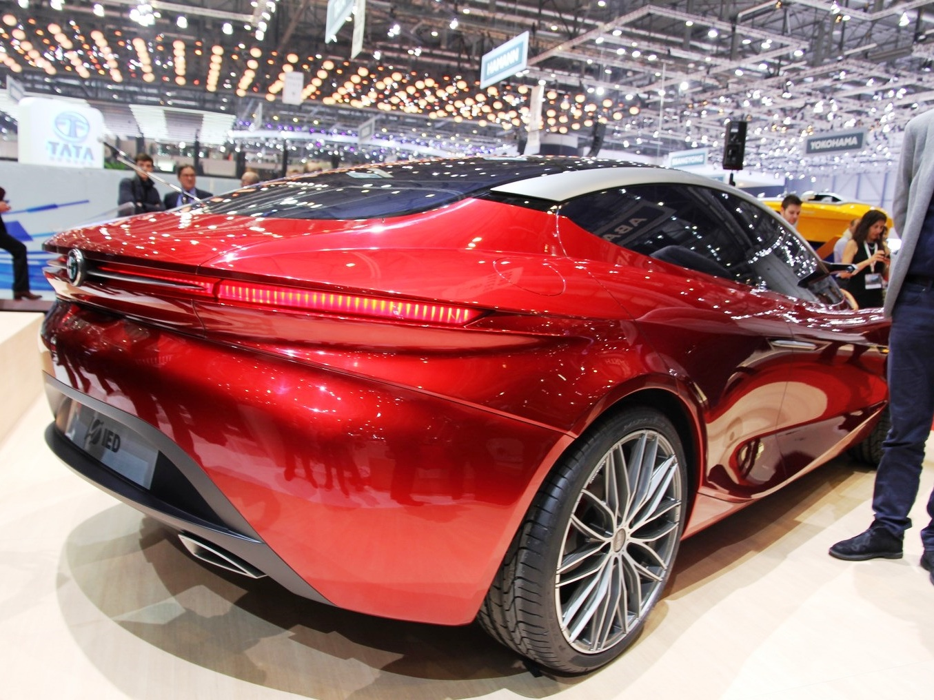 2013 Alfa Romeo Gloria Concept Unveiled (Photo 5 of 6)