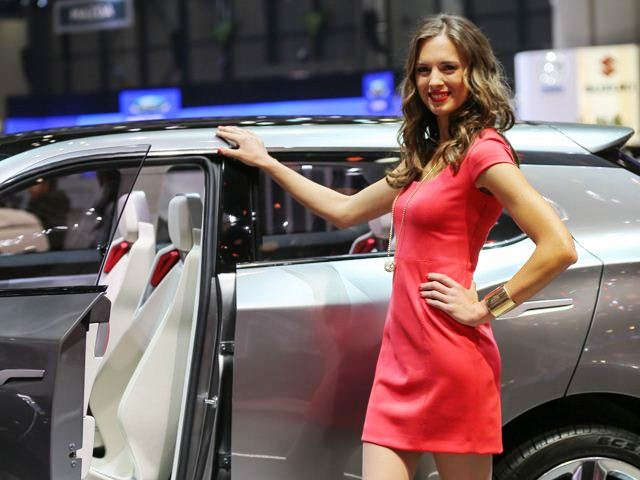 2013 Geneva Motor Show Cute Girl (Photo 7 of 19)