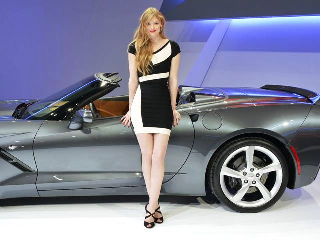 2013 Geneva Motor Show Girl (Photo 8 of 19)