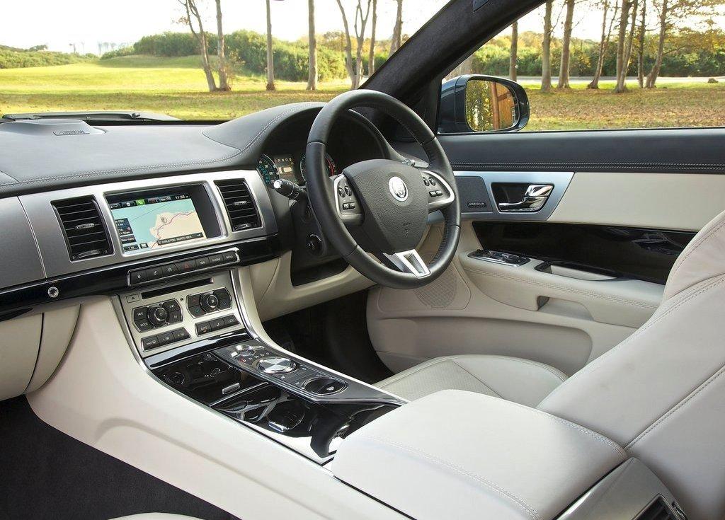 2013 Jaguar XF Sportbrake Interior (Photo 3 of 9)