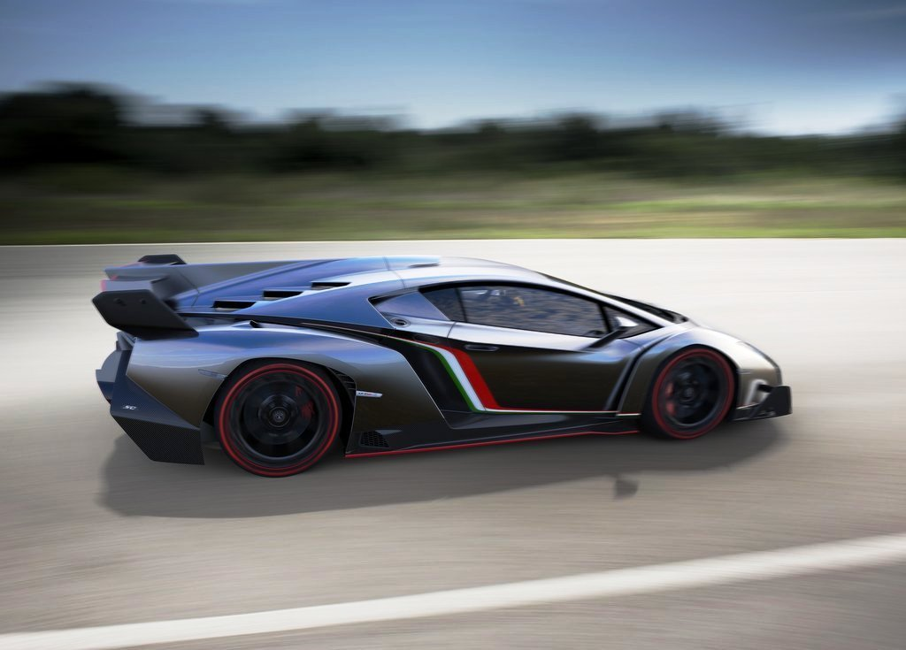 2013 Lamborghini Veneno Wallpaper (Photo 6 of 6)
