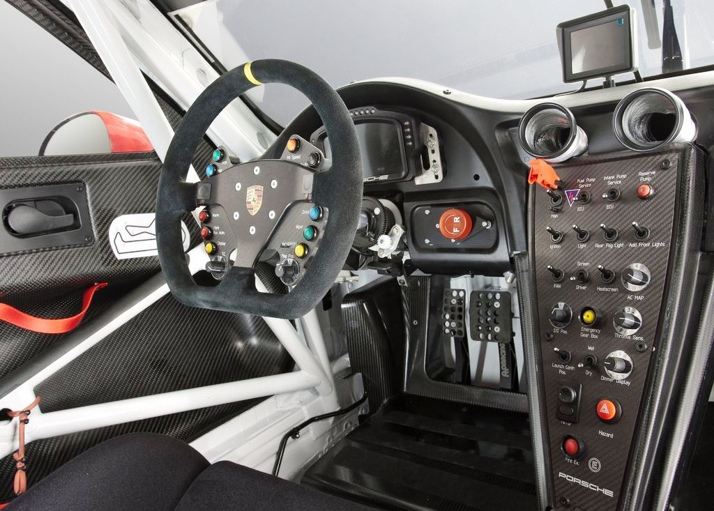 2013 Porsche 911 RSR Interior (Photo 3 of 6)