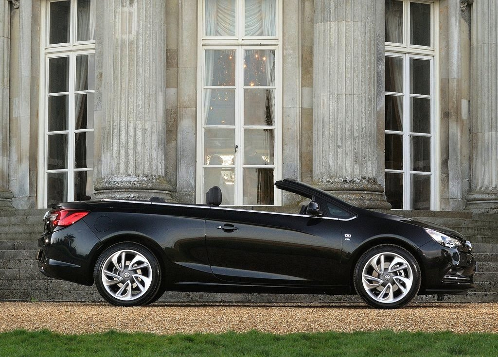 2013 Vauxhall Cascada Side View (Photo 7 of 8)