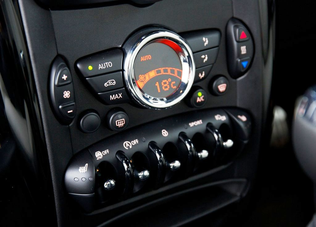 2014 Mini Paceman Inside (View 3 of 8)