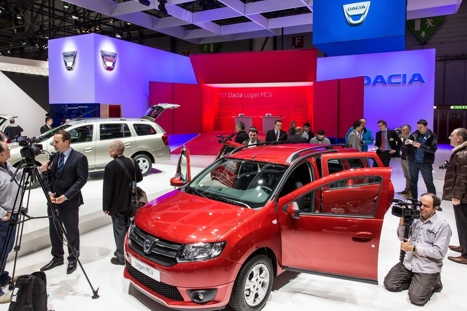 2014 Dacia Logan MCV Unveiled At Geneva Motor Show (Photo 6 of 7)