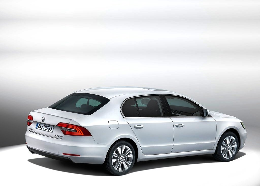 2013 Skoda Superb Exterior Design (Photo 1 of 5)