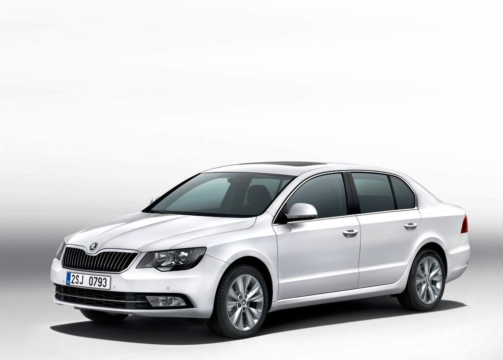 Featured Image of 2013 Skoda Superb Combi And Hatchback Review
