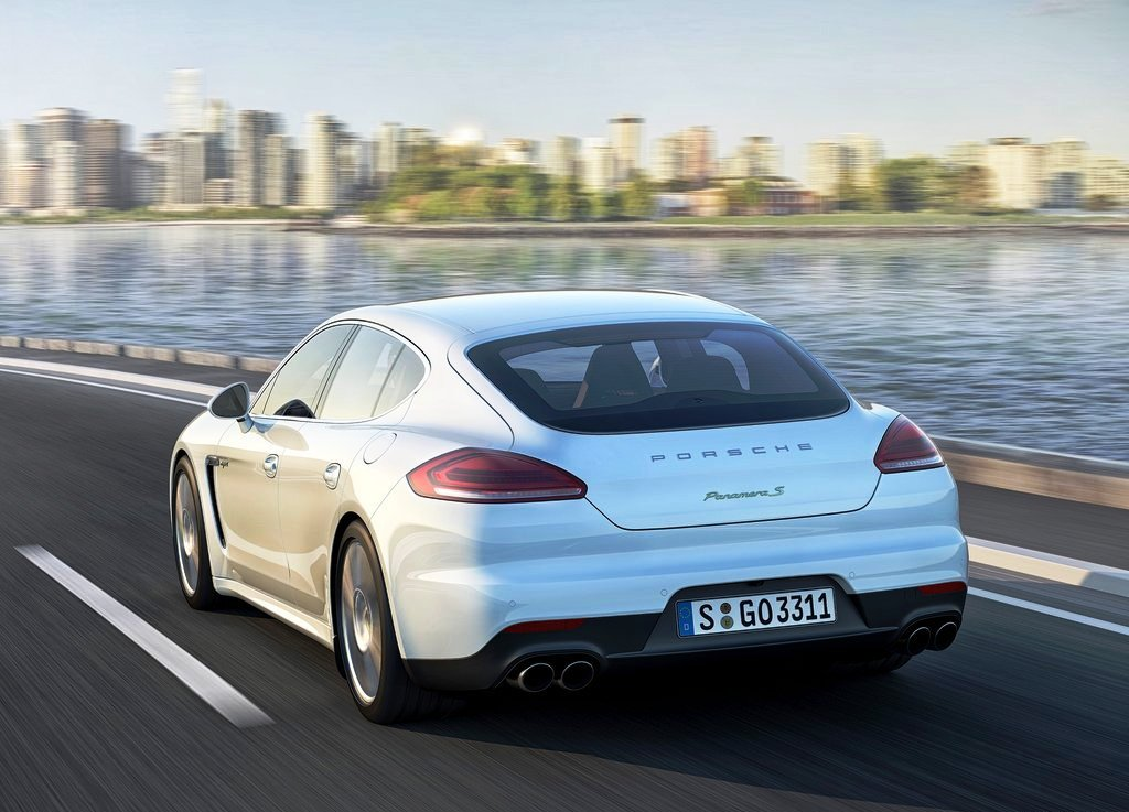 2014 Porsche Panamera Rear Angle (Photo 4 of 6)