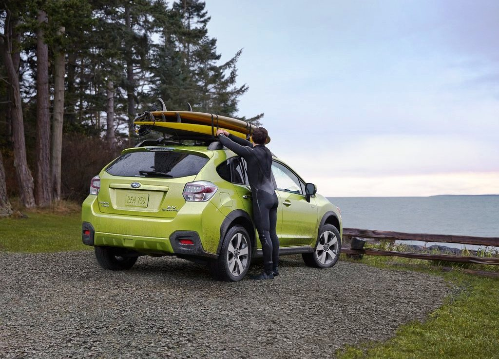 2014 Subaru XV Crosstrek Hybrid Rear Angle (Photo 4 of 7)