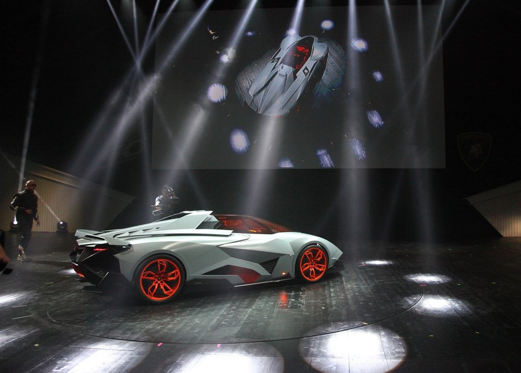 2013 Lamborghini Egoista Revealed (Photo 8 of 9)