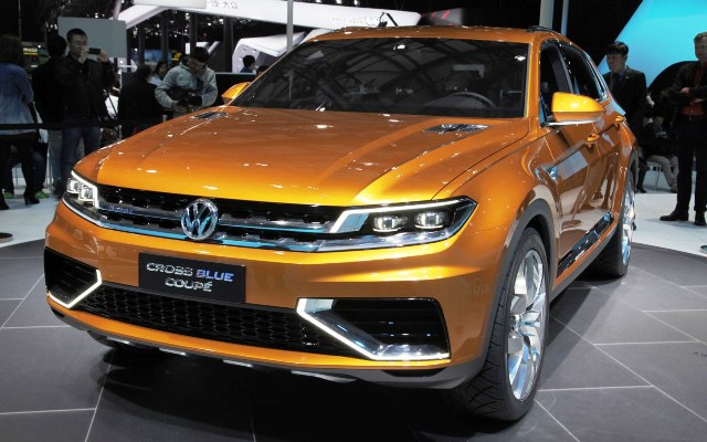 2013 Volkswagen CrossBlue Coupe Concept (Photo 1 of 8)