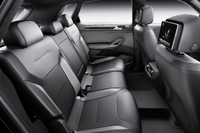 2013 Volkswagen CrossBlue Coupe Inside (Photo 3 of 8)