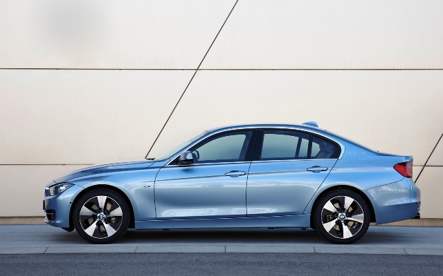 2014 BMW 5 ActiveHybrid Spes Review (Photo 4 of 5)