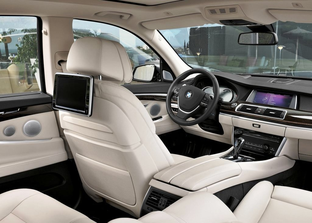 2014 BMW 5 Series Gran Turismo Interior Design (Photo 6 of 8)
