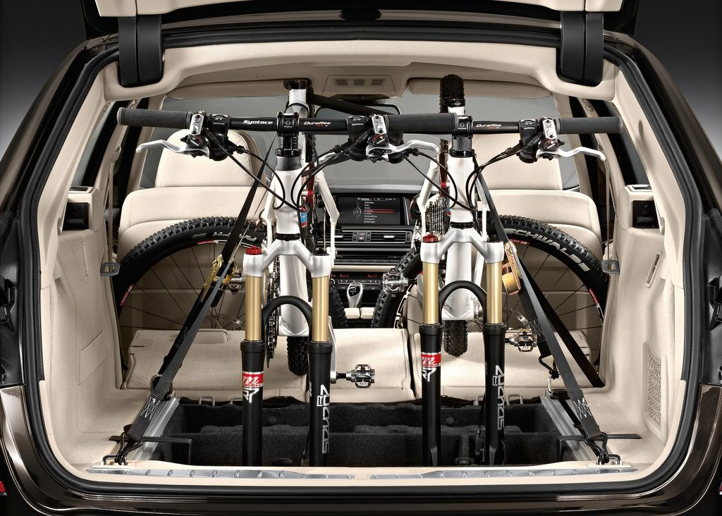 2014 BMW 5 Series Touring Trunk (Photo 8 of 9)