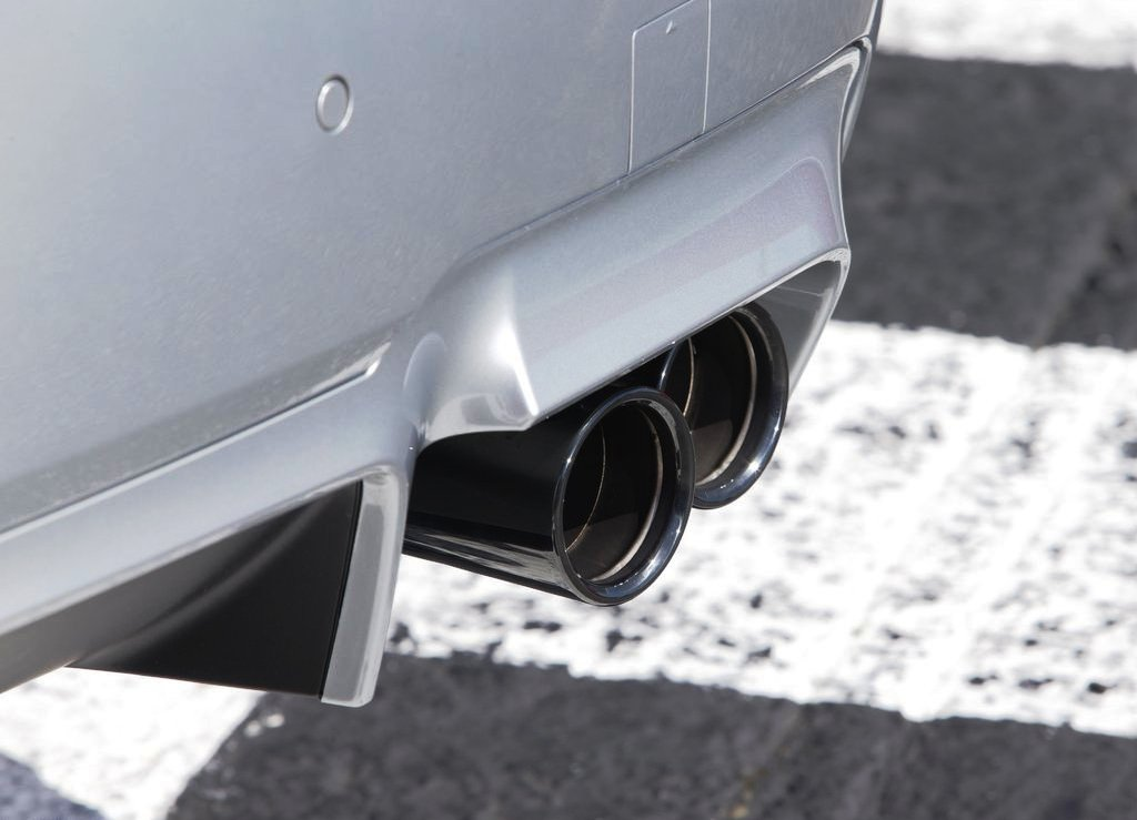2014 BMW M5 Exhaust (Photo 2 of 9)