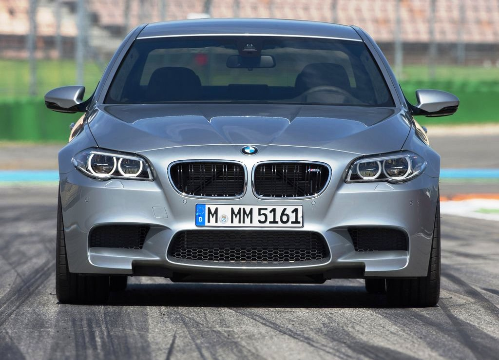 2014 BMW M5 Front View (Photo 4 of 9)