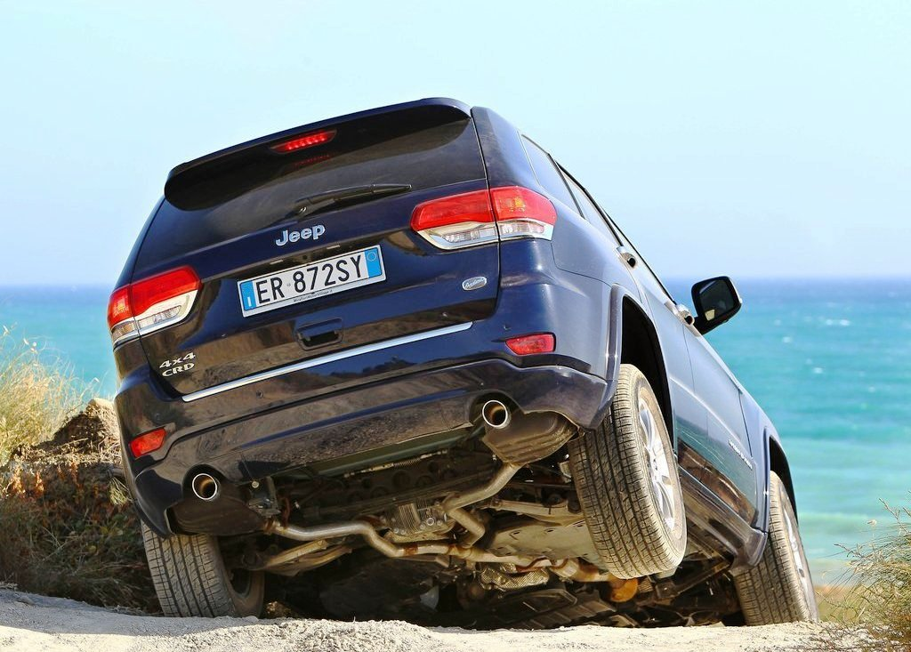 2014 Jeep Grand Cherokee Rear Angle (View 7 of 9)