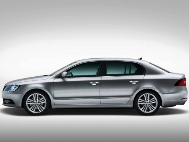 2014 Skoda Superb Combi Exterior Design (Photo 3 of 8)