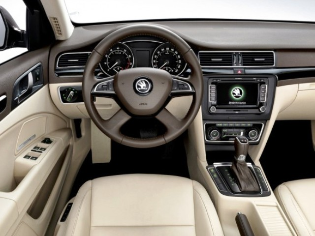 2014 Skoda Superb Combi Interior Design (Photo 4 of 8)
