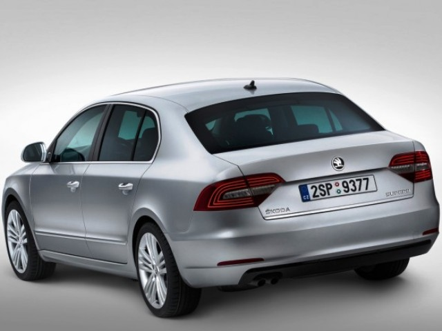 2014 Skoda Superb Combi Rear Angle (Photo 5 of 8)