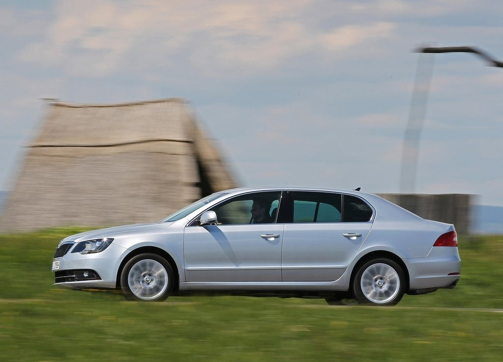2014 Skoda Superb Exterior Design (Photo 2 of 8)