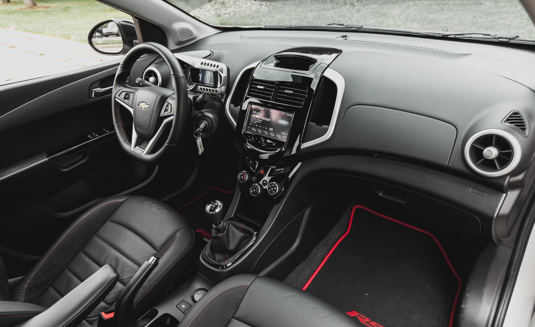 2014 Chevrolet Sonic Rs Sedan Interior Gallery Photo 12 Of 27