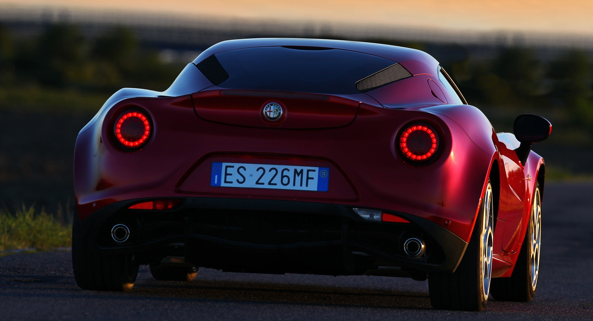 2014 Alfa Romeo 4c Rear View (Photo 4 of 25)